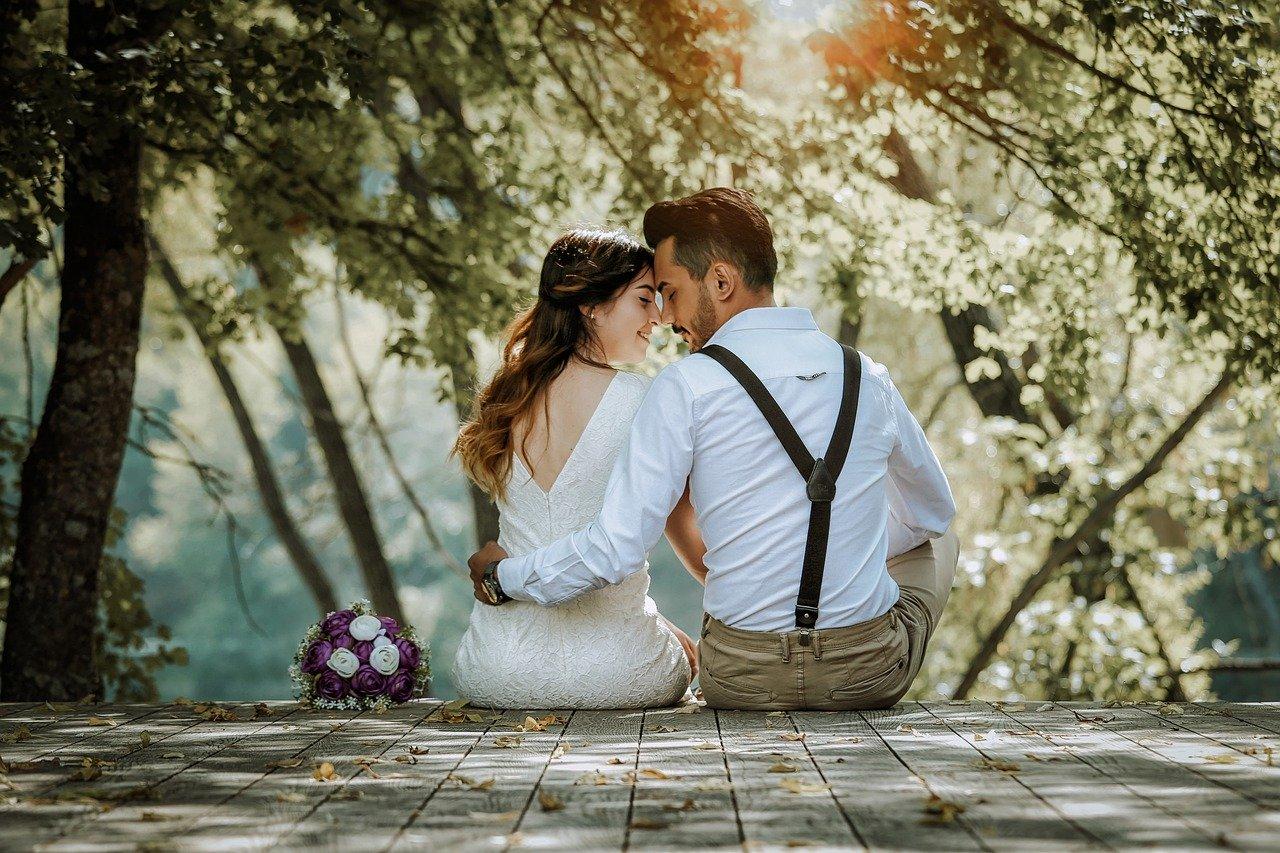 Comment préparer une vidéo rétrospective des jeunes mariés?